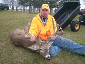 Jason Manska with his 17 pointer with a 23 inch spread!